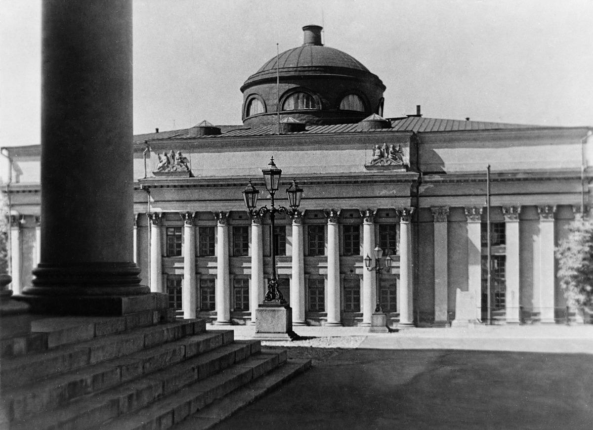 Helsingin yliopiston kirjasto (=Kansalliskirjasto), Unioninkatu 36. Kirjaston päärakennus ...