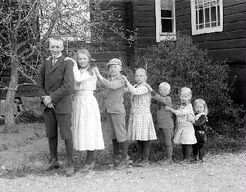 Seitsemän sisarusta isommasta pienempään, Teisko Ukaa, Kuva Matti Luhtala,1910–1919, Vapriikki